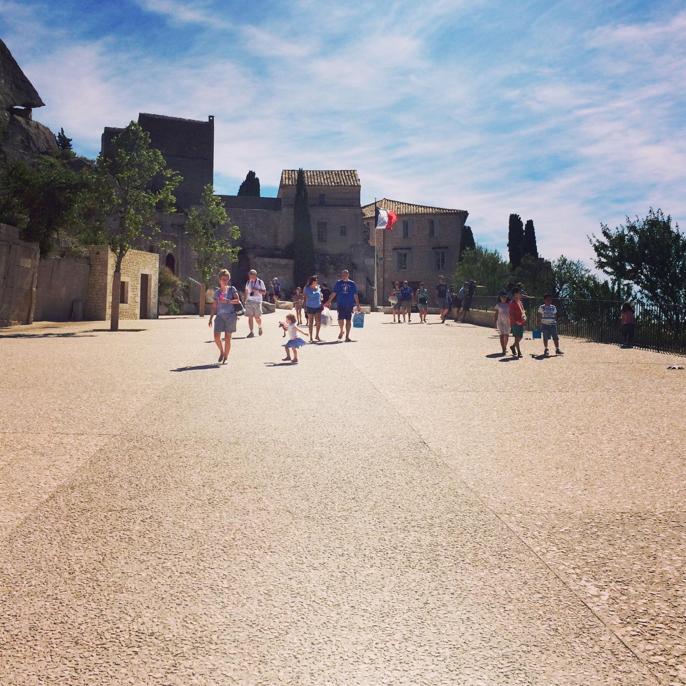 les-baux-de-provence-piazza