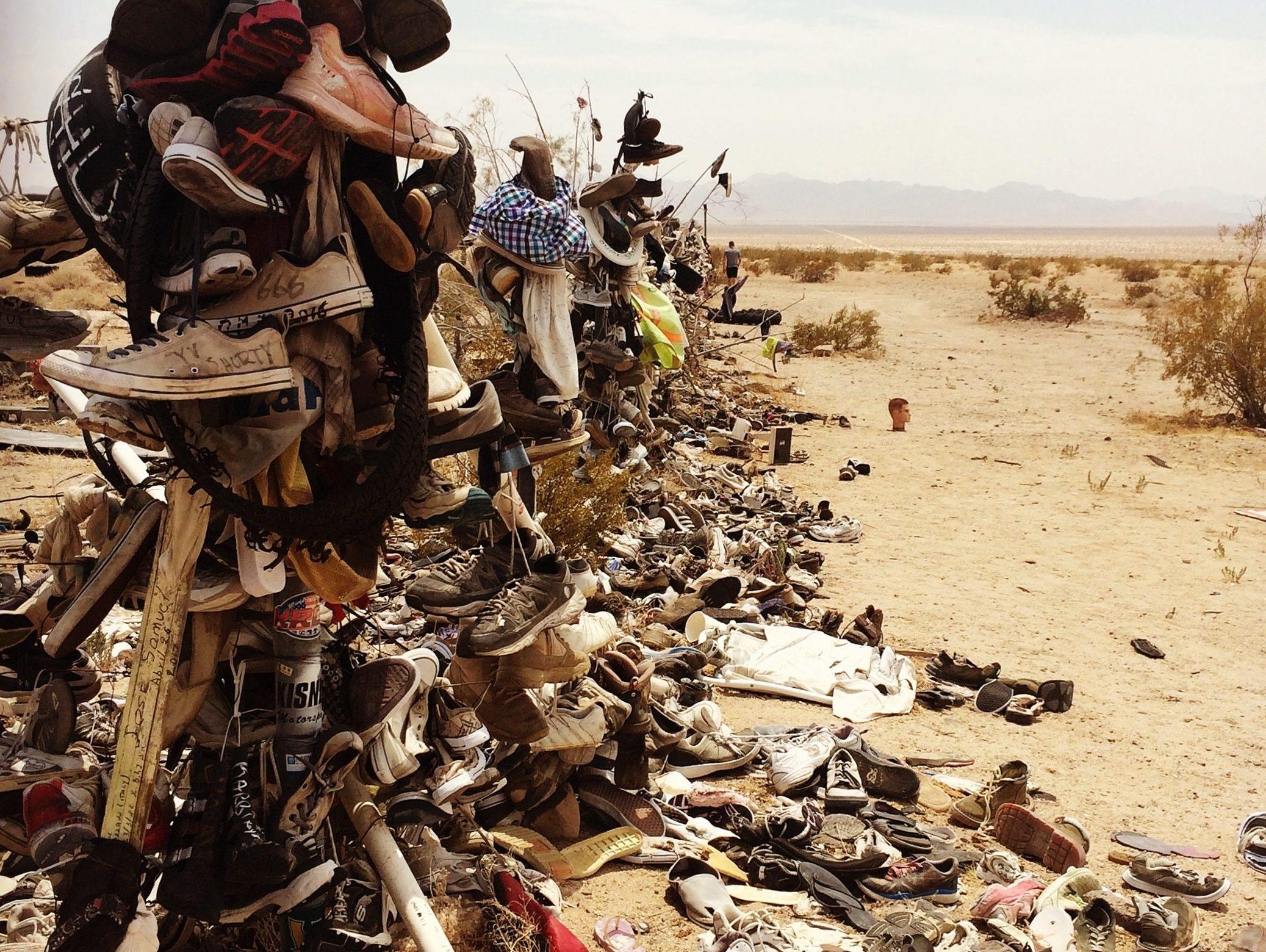 california-rice-shoe-fence-albero-delle-scarpe-big