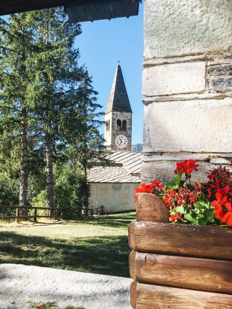 elva e la sua chiesa parrocchiale