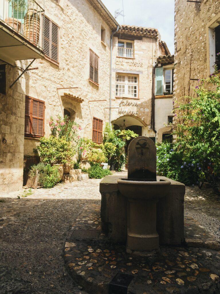 visitare saint paul de vence fontana