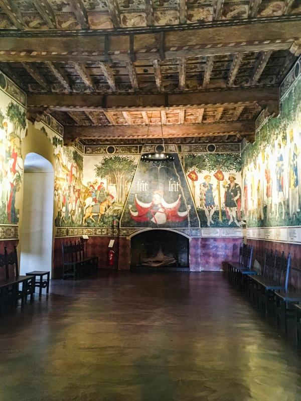 salone-baronale-visita-castello-manta-1